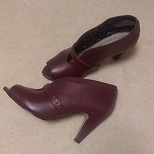 "Bella vita shoes (7ww ) leather Burgundy  3"" heel"